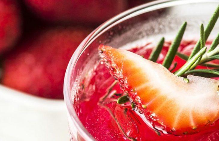 Erdbeer Detox Water